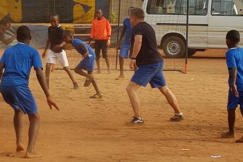 fußballspiel im Waisenhaus St. Nikolas
