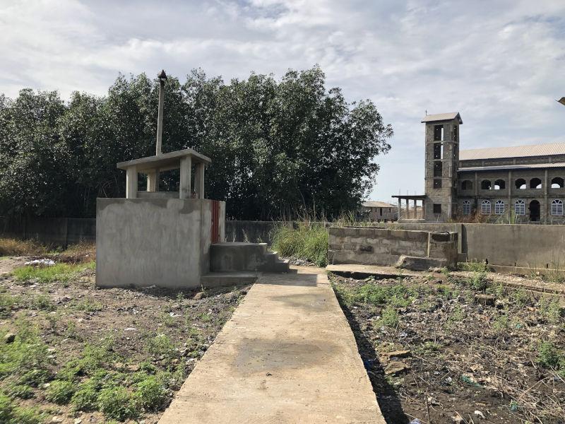 fertige Müllverbrennungsanlage für das Krankenhaus in Benin